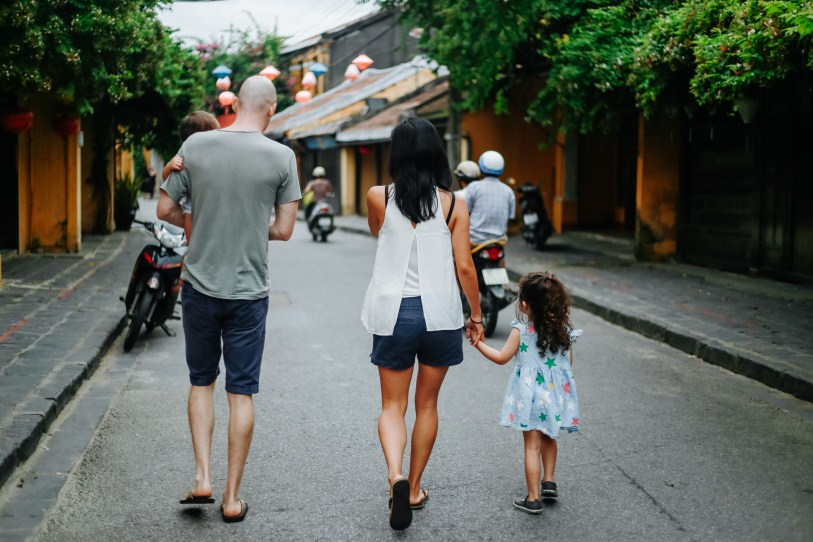 vietnamese family photographer in Hoi An