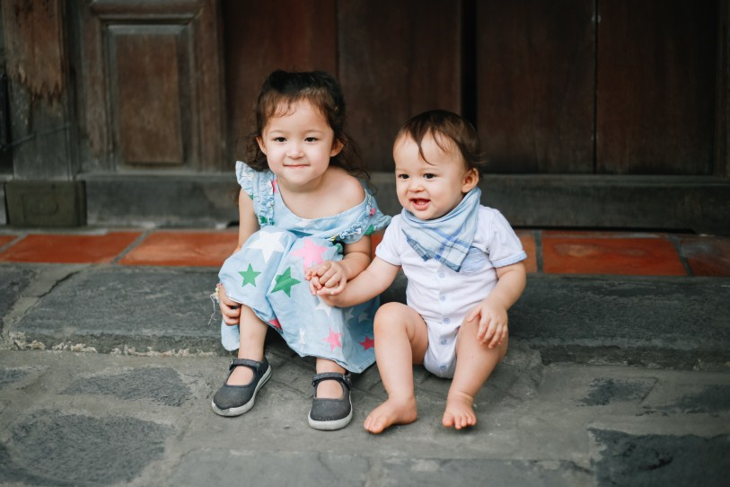 two baby in Hoi An taken by hoian family photographer