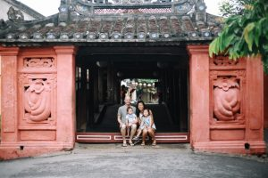 the family in Japcaaufbridge taken by hoian family photographer