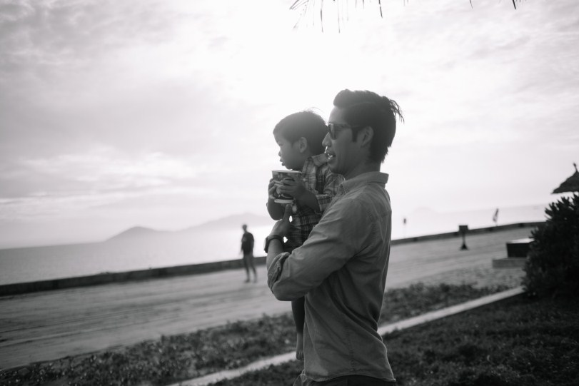 dad and son in Sunrise Premium Resort Hoi An shooting by vietnamese family photographer in hoi an
