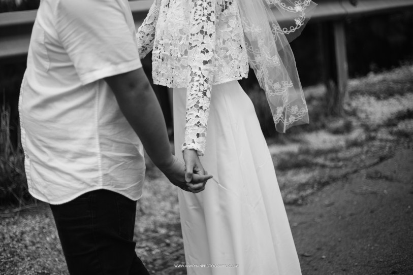 hand in hand taken by anh phan photographer - hue wedding photographer