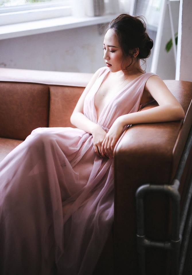 light-colored dress for pre-wedding by Poxi -vietnam wedding custumes
