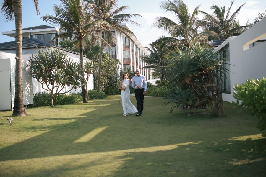 Wedding day in sunrise premium resort Hoi An taken by Hoi An photographer | hoi an wedding photographer