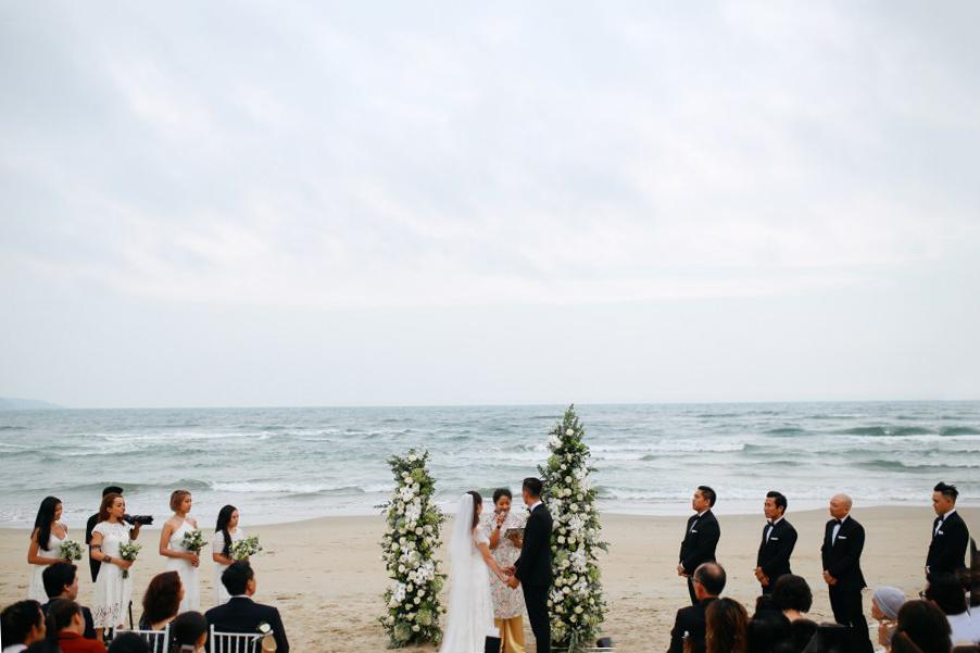 wedding-ceremony-of-Kat-and-Si-taken-by-da-nang-photographer-at-premier-Villa-Da-Nang