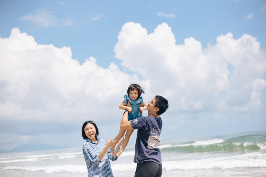 family photography in grandvrio ocean resort danang by danang family photographer